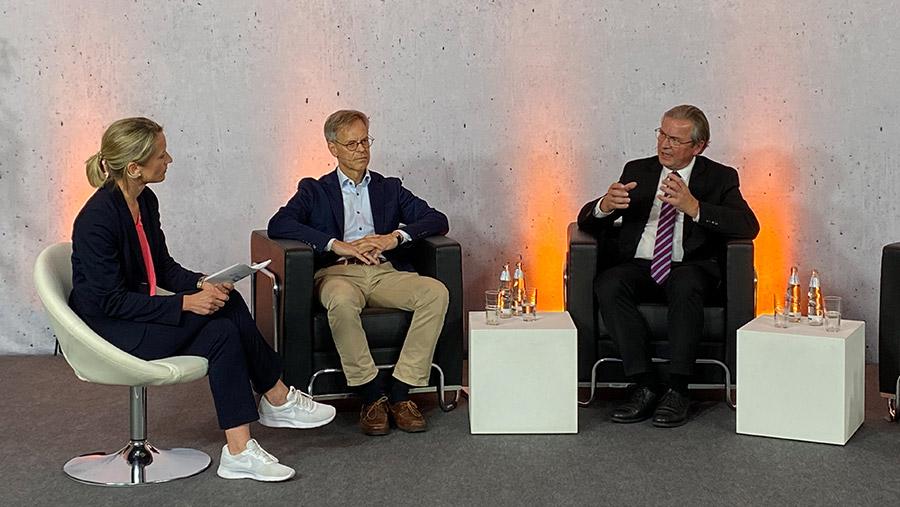 In der ersten Diskussionsrunde des DigiLogs: Christiane Boschin-Heinz, Chief Digital Officer der Stadt Paderborn, Professor Günter Wilhelms, Vorsitzender des Paderborner Ethikrats und Bürgermeister Michael Dreier.