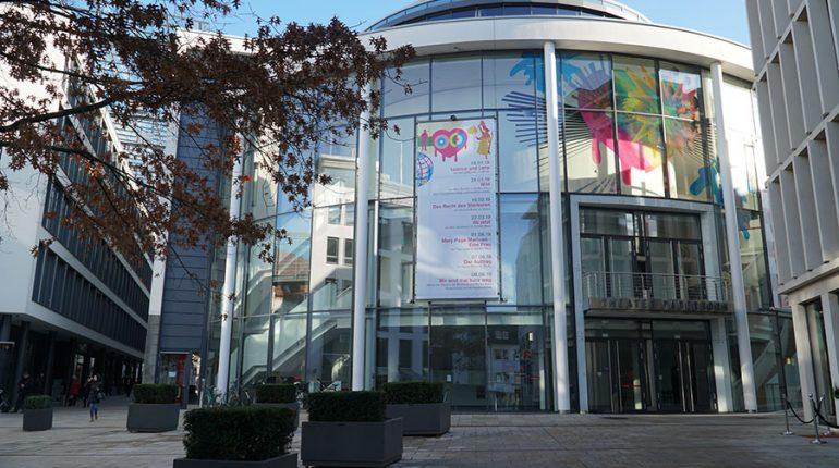 Zur Kategorie: Gesellschaftliches Zusammenleben. Bildmotiv: Theater in Paderborn.