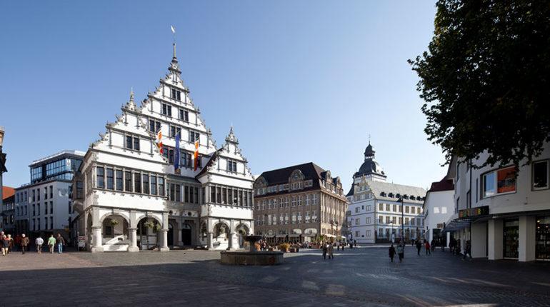 Zur Kategorie: Verwaltung. Bildmotiv: Rathaus Paderborn.